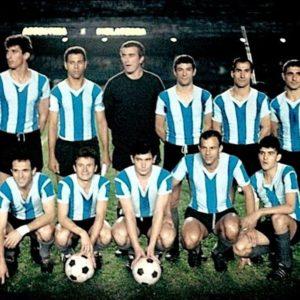 Rattín,Ramos Delgado (cap.),Carrizo,Vieytes,Vidal y Simeone (par.) E.Onega,Rendo,Prospitti,Rojas y Telch (hin.).