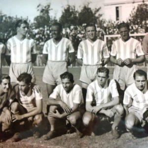 La Academia terminó en el 5º lugar de la tabla y el paraguayo Delfín Benítez Cáceres, conocido como el Machetero, fue el goleador del torneo con 33 tantos. Díaz, Salomón, Moreira, Santiso, Scarcella y Cuello (par.) Devizia, Godoy, Benítez Cáceres, Fandiño y García (hin.).  Compartido por Rolando Paolucci