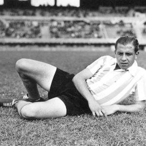 Comenzó su carrera en Gimnasia y Esgrima La Plata y luego pasó a la Academia.La imagen circa 1940.  Compartido por Rolando Paolucci